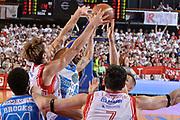 DESCRIZIONE : Reggio Emilia Lega A 2014-15 Grissin Bon Reggio Emilia - Banco di Sardegna Sassari playoff finale gara 2 <br /> GIOCATORE :Polonara Achille Logan David<br /> CATEGORIA : Composizione Contesa <br /> SQUADRA : GrissinBon Reggio Emilia Banco di Sardegna Sassari<br /> EVENTO : LegaBasket Serie A Beko 2014/2015<br /> GARA : Grissin Bon Reggio Emilia - Banco di Sardegna Sassari playoff finale gara 2<br /> DATA : 16/06/2015 <br /> SPORT : Pallacanestro <br /> AUTORE : Agenzia Ciamillo-Castoria / Richard Morgano<br /> Galleria : Lega Basket A 2014-2015 Fotonotizia : Reggio Emilia Lega A 2014-15 Grissin Bon Reggio Emilia - Banco di Sardegna Sassari playoff finale gara 2 Predefinita :