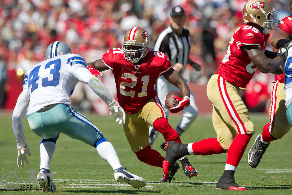 18 September 2011: Runningback (21) Frank Gore of the San Francisco 49ers runs the ball against the Dallas Cowboys during the first half of the Cowboys 27-24 overtime victory against the 49ers in an NFL football game at Candlestick Park in San Francisco, CA
