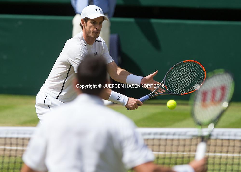 ANDY MURRAY (GBR) am Netz, Milos Raonic unscharf im Vordergrund, Herren Endspiel, Finale <br /> <br /> Tennis - Wimbledon 2016 - Grand Slam ITF / ATP / WTA -  AELTC - London -  - Great Britain  - 10 July 2016.