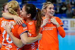13-12-2019 JAP: Semi Final Netherlands - Russia, Kumamoto<br /> The Netherlands beat Russia in the semifinals 33-22 and qualify for the final on Sunday in Park Dome at 24th IHF Women's Handball World Championship / Danick Snelder #10 of Netherlands, Martine Smeets #24 of Netherlands, Estavana Polman #79 of Netherlands