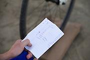 De vermogens voor het warmrijden van de rijders van het HPT. Het Human Power Team Delft en Amsterdam (HPT), dat bestaat uit studenten van de TU Delft en de VU Amsterdam, is in Amerika om te proberen het record snelfietsen te verbreken. Momenteel zijn zij recordhouder, in 2013 reed Sebastiaan Bowier 133,78 km/h in de VeloX3. In Battle Mountain (Nevada) wordt ieder jaar de World Human Powered Speed Challenge gehouden. Tijdens deze wedstrijd wordt geprobeerd zo hard mogelijk te fietsen op pure menskracht. Ze halen snelheden tot 133 km/h. De deelnemers bestaan zowel uit teams van universiteiten als uit hobbyisten. Met de gestroomlijnde fietsen willen ze laten zien wat mogelijk is met menskracht. De speciale ligfietsen kunnen gezien worden als de Formule 1 van het fietsen. De kennis die wordt opgedaan wordt ook gebruikt om duurzaam vervoer verder te ontwikkelen.<br /> <br /> The Human Power Team Delft and Amsterdam, a team by students of the TU Delft and the VU Amsterdam, is in America to set a new  world record speed cycling. I 2013 the team broke the record, Sebastiaan Bowier rode 133,78 km/h (83,13 mph) with the VeloX3. In Battle Mountain (Nevada) each year the World Human Powered Speed ??Challenge is held. During this race they try to ride on pure manpower as hard as possible. Speeds up to 133 km/h are reached. The participants consist of both teams from universities and from hobbyists. With the sleek bikes they want to show what is possible with human power. The special recumbent bicycles can be seen as the Formula 1 of the bicycle. The knowledge gained is also used to develop sustainable transport.