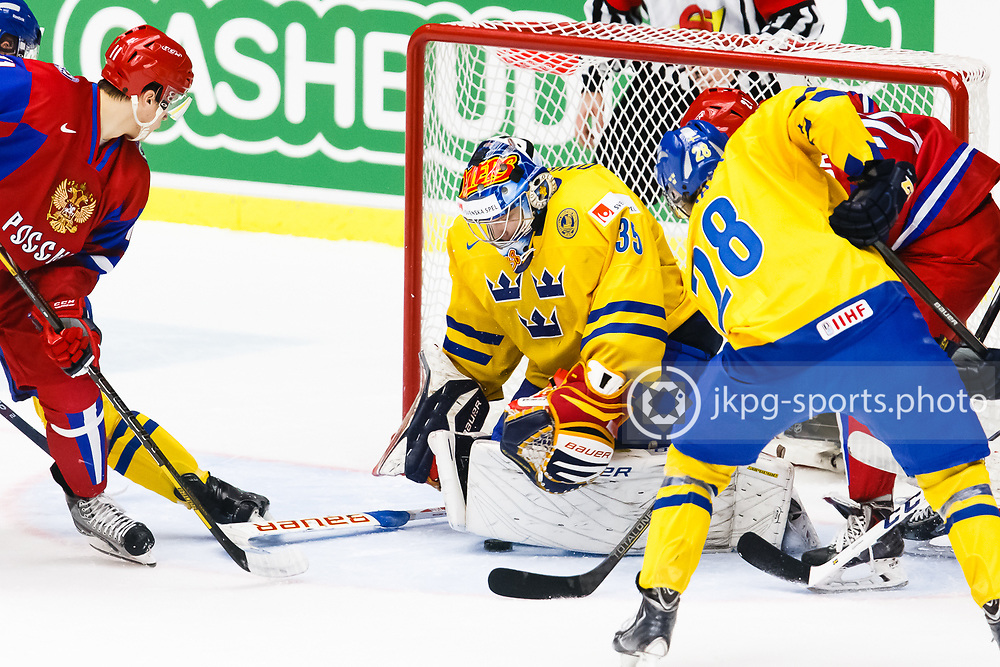 4i140104 Ishockey, JVM, Semifinal,  Sverige - Ryssland<br /> Icehockey, Junior World Cup, SF, Sweden - Russia.<br /> Oscar Dansk, (SWE) with the puck under his legs.<br /> Med pucken under benskydden.<br /> Endast f&ouml;r redaktionellt bruk.<br /> Editorial use only.<br /> &copy; Daniel Malmberg/Jkpg sports photo