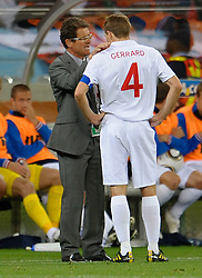 18.01.2010, Green Point Stadium, Cape Town, RSA, FIFA WM 2010, England (ENG) vs Algeria (ALG), im Bild Fabio Capello manager / head coach of England speaks with Steven Gerrard of England. EXPA Pictures © 2010, PhotoCredit: EXPA/ IPS/ Marc Atkins / SPORTIDA PHOTO AGENCY