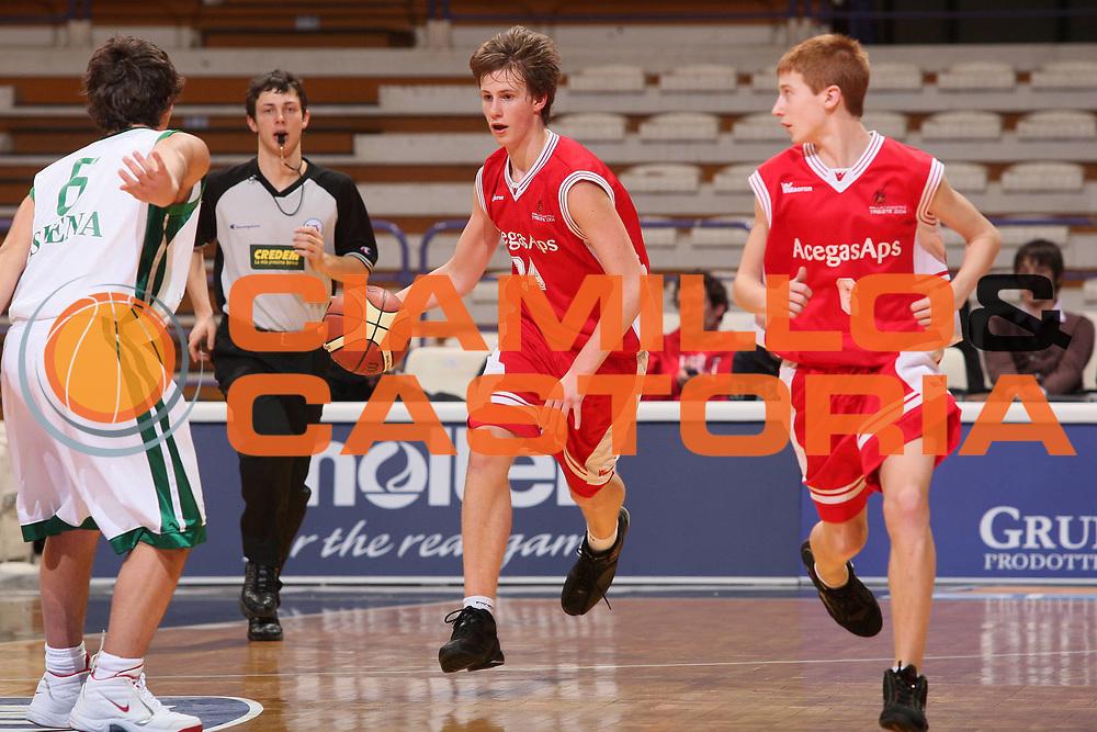 DESCRIZIONE : Bologna Basket For Life 2008 Torneo U15 Finale Acegas Aps Trieste Montepaschi Siena <br /> GIOCATORE : Stefano Floridan <br /> SQUADRA : Acegas Aps Trieste <br /> EVENTO : Basket For Life 2008 <br /> GARA : Acegas Aps Trieste Montepaschi Siena <br /> DATA : 10/02/2008 <br /> CATEGORIA : Palleggio <br /> SPORT : Pallacanestro <br /> AUTORE : Agenzia Ciamillo-Castoria/S.Silvestri <br /> Galleria : Final Eight 2008 <br /> Fotonotizia : Bologna Basket For Life 2008 Torneo U15 Finale Acegas Aps Trieste Montepaschi Siena <br /> Predefinita :