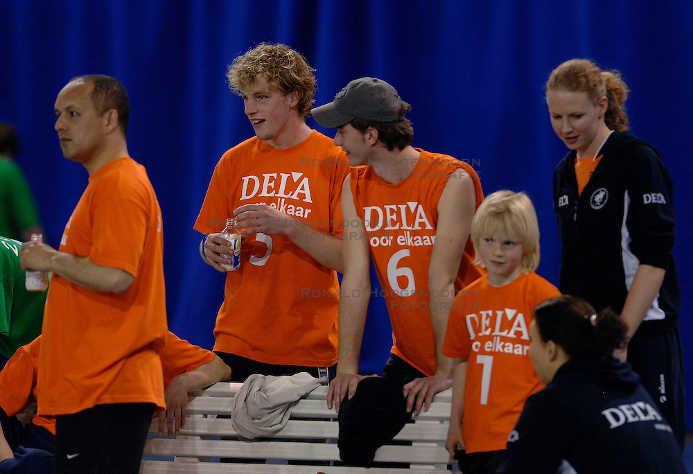 01-04-2007 VOLLEYBAL: DELA VOLLEYBALDAG: EINDHOVEN<br /> In de Eindhovense Indoor Sportcentrum beleefde de medewerkers van hoofdsponsor DELA een clinic en volleybaldag met het Nederlandse damesvolleybalteam<br /> &copy;2007-WWW.FOTOHOOGENDOORN.NL