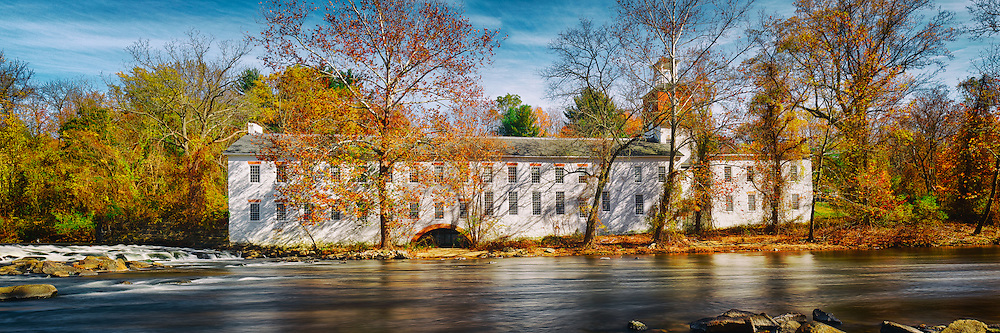 Walker's Mill is quite picturesque when shrouded by the vivid autumn leaves. I'm already feeling impatient to see next year's display.