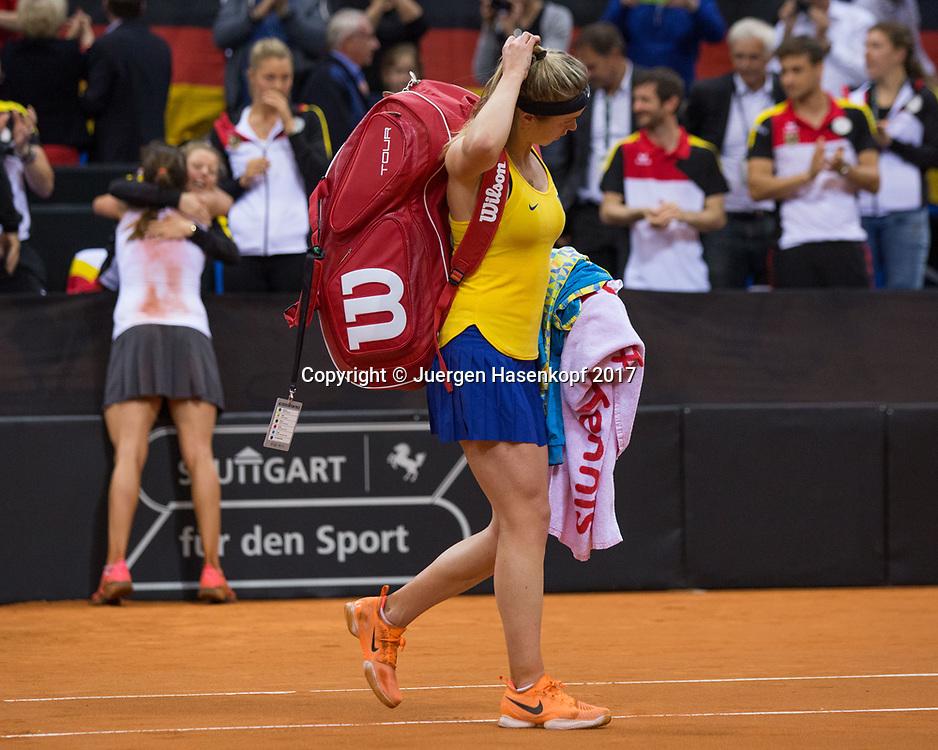Fed Cup GER-UKR, Deutschland - Ukraine, <br /> Porsche Arena , Stuttgart,<br />  ELINA SVITOLINA (UKR) verlaesst den Platz nach ihrer Niederlage, im Hintergrund jubelt das deutsche Team,Emotion,