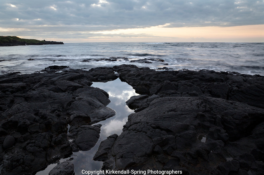 Hi00360-00...HAWAI'I - Rocky coastline at Punalu'u Beach Park on the island of Hawai'i.