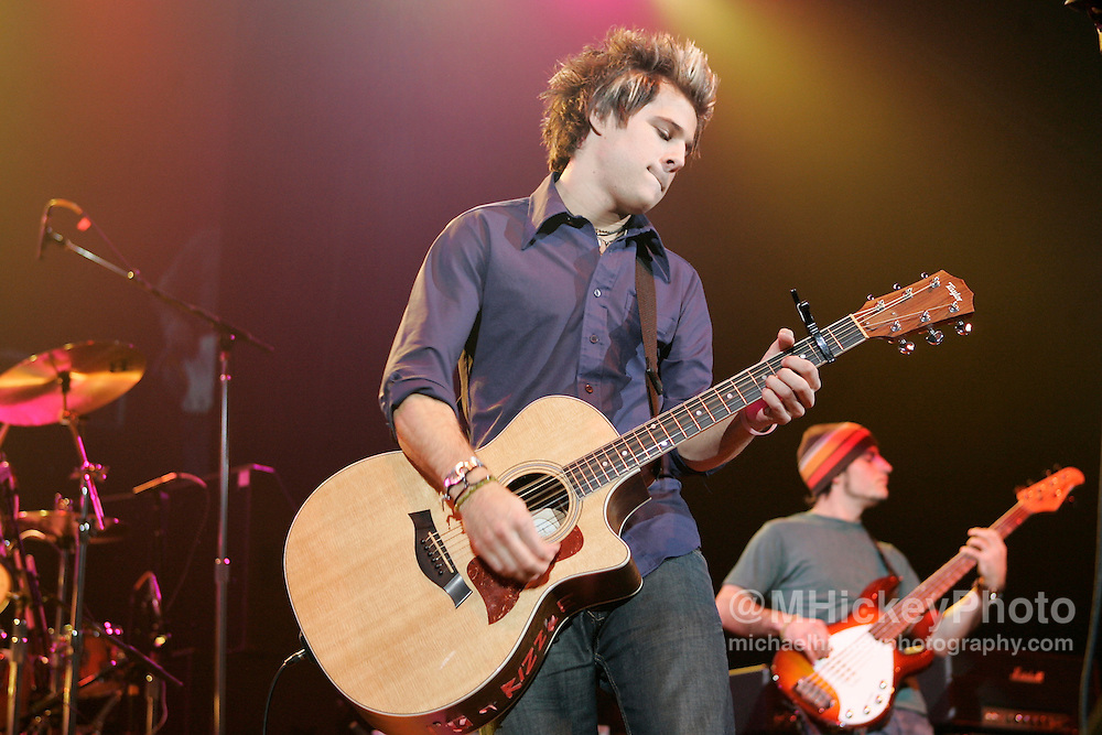 Ryan Cabrera performs at RadioNow 93.1's Santa Slam at the Pepsi Coliseum in Indianapolis, IN on Dec 2, 2004. Photo by Michael Hickey