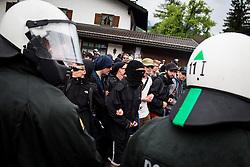 06.06.2015, Garmisch Partenkirchen, GER, G7 Gipfeltreffen auf Schloss Elmau, Circa 5000 Menschen demonstrieren in Garmisch-Patenkirchen gegen den G7-Gipfel im benachbarten Elmau, im Bild vermummte Demonstranten des schwarzen Blocks hinter Polizisten // uring Protest of the G7 opponents prior to the scheduled G7 summit which will be held from 7th to 8th June 2015 in Schloss Elmau near Garmisch Partenkirchen, Germany on 2015/06/06. EXPA Pictures © 2015, PhotoCredit: EXPA/ Eibner-Pressefoto/ Gehrling<br /> <br /> *****ATTENTION - OUT of GER*****
