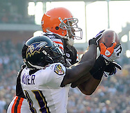 Cleveland receiver Braylon Edwards catches a 28-yard TD pass in front of Frank Walker in the third quarter..