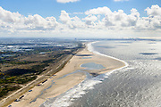 Nederland, Zuid-Holland, Gemeente Westland, 28-04-2017; Delflandse Kust ter hoogte van Ter Heijde en Monster, Maasvlakte en Twwede Maasvlakte (MV2) aan de horizon. De Zandmotor is een kunstmatig schiereiland / landtong, ontstaan door het opspuiten van zand voor de kust. Wind, golven en stroming zullen het zand langs de kust in noordelijke richting verspreiden waardoor verderop langs de kust bredere stranden en duinen ontstaan. De zandmotor is een experiment in het kader van kustonderhoud en kustverdediging. <br /> Sand Engine, artificial peninsula build by the raising of sand for the coast of Ter Heijde (near the Hague, at the horizon). Wind, waves and currents will distribute the sand along the coast yielding wider beaches and dunes along the coastline. The Sand Engine is a experiment for coastal maintenance of coastal defense.<br /> luchtfoto (toeslag op standard tarieven);<br /> aerial photo (additional fee required);<br /> copyright foto/photo Siebe Swart
