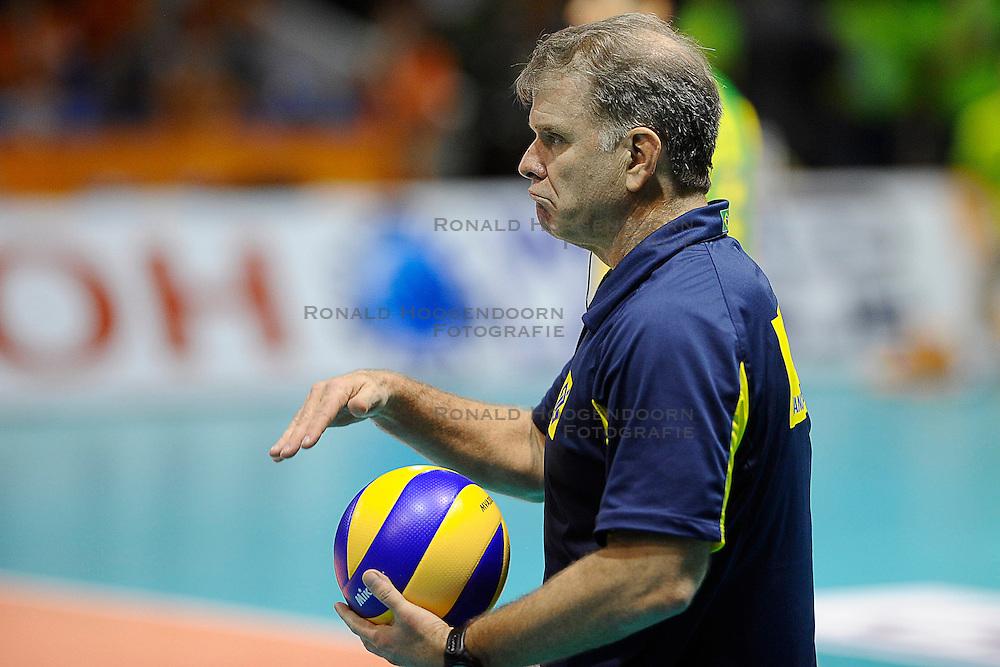 27-06-2010 VOLLEYBAL: WLV NEDERLAND - BRAZILIE: ROTTERDAM<br /> Nederland verliest met 3-2 van Brazilie / Coach Bernardo Rezende<br /> &copy;2010-WWW.FOTOHOOGENDOORN.NL