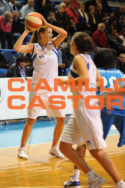 DESCRIZIONE : Faenza LBF Club Atletico Faenza GMA Phonica Pozzuoli<br /> GIOCATORE : Maja Erkic<br /> SQUADRA : Club Atletico Faenza<br /> EVENTO : Campionato Lega Basket Femminile A1 2009-2010<br /> GARA : Club Atletico Faenza GMA Phonica Pozzuoli<br /> DATA : 24/10/2009 <br /> CATEGORIA : passaggio<br /> SPORT : Pallacanestro <br /> AUTORE : Agenzia Ciamillo-Castoria/M.Marchi