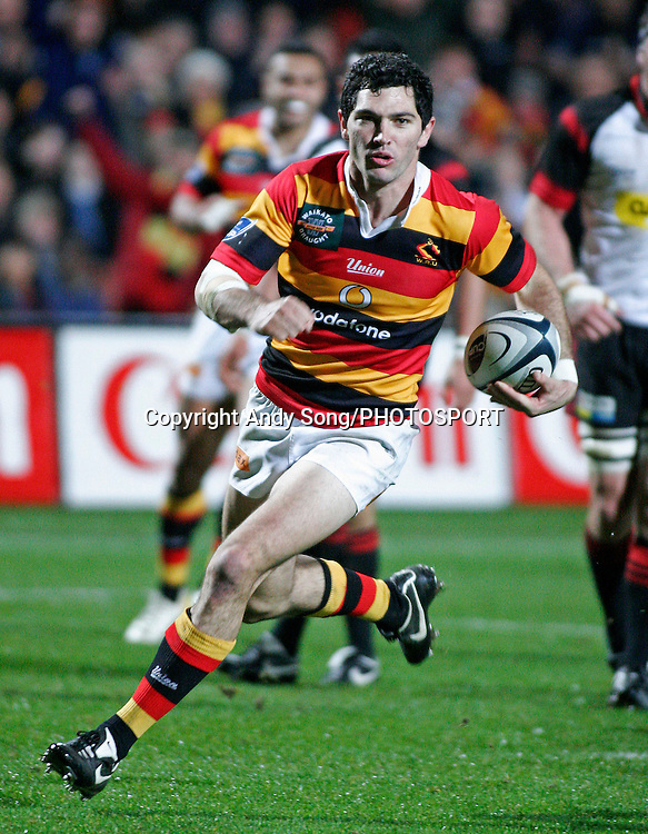 Waikato flyhalf Stephen Donald on his way to a try during the Air New Zealand Cup week 3 rugby union match between Waikato and Canterbury at Waikato Stadium in Hamilton, New Zealand on Friday 11 August 2006. Photo: Andy Song/PHOTOSPORT