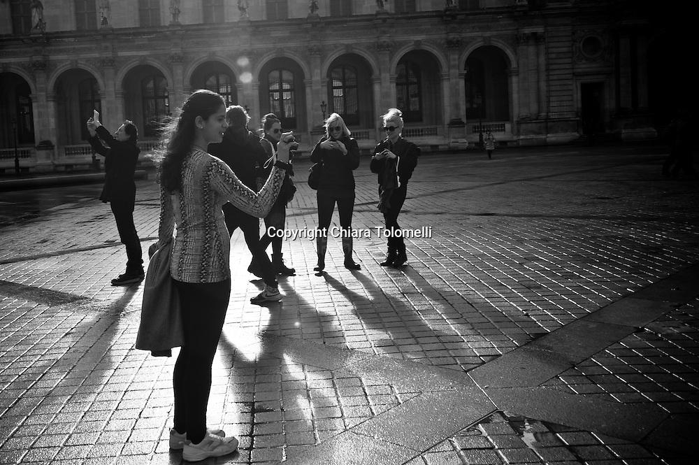 Autoscatti davanti al Louvre
