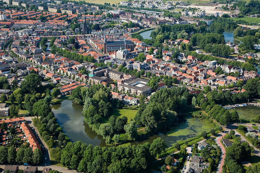 Nederland, Noord-Holland, Weesp, 17-06-2008; historische binnenstad van Weesp met twee kerken; oorspronkelijk vestingstad met stadswallen en bastions, deels nog herkenbaar in het stratenplan (en op de foto), met name in de singel (in de voorgrond); stadscentrum, centrum, grachten..luchtfoto (toeslag); aerial photo (additional fee required); .foto Siebe Swart / photo Siebe Swart