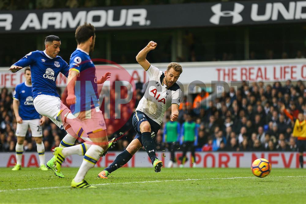 Harry Kane of Tottenham Hotspur shot at goal is saved by Joel Robles of Everton - Mandatory by-line: Jason Brown/JMP - 05/03/2017 - FOOTBALL - White Hart Lane - London, England - Tottenham Hotspur v Everton - Premier League