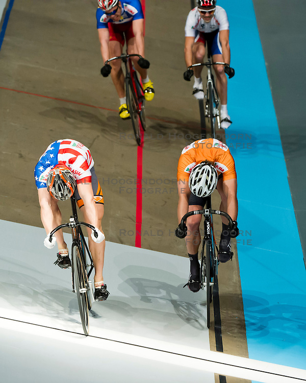 06-01-2012 WIELRENNEN: RABOBANK ZESDAAGSE: ROTTERDAM<br /> (L-R) Andy Lakatosh USA wint de sprint van Teun Mulder<br /> (c)2012-FotoHoogendoorn.nl / Peter Schalk