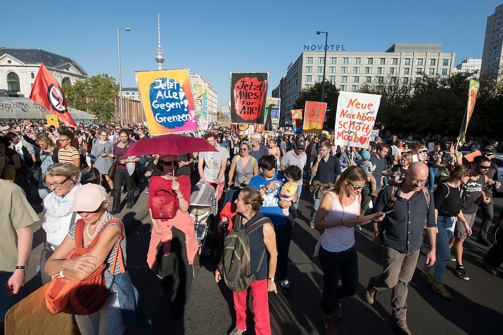 """13 OCT 2018, BERLIN/GERMANY:<br /> Demonstration """"#unteilbar"""" - """"Solidaritaet statt Ausgrenzung - fuer eine offene und freie Gesellschaft"""", Gertraudenstrasse / Strasse des 17. Juni<br /> IMAGE: 20181013-01-009<br /> KEYWORDS: Demo"""