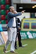 Portugal, FUNCHAL : Maritimo's Portuguese coach Leonel Pontes gestures during match Maritimo vs S.L. Benfica at Barreiros Stadium in Funchal on January  18, 2015. PHOTO/ GREGORIO CUNHA