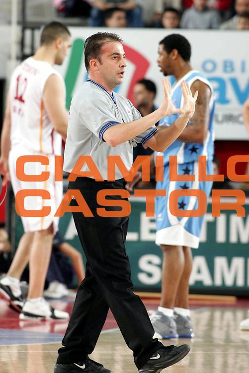 DESCRIZIONE : ROMA CAMPIONATO LEGA A1 2004-2005<br /> GIOCATORE : ARBITRO - REFEREE<br /> SQUADRA : <br /> EVENTO : CAMPIONATO LEGA A1 2004-2005<br /> GARA : LOTTOMATICA ROMA-POMPEA NAPOLI<br /> DATA : 17/04/2005<br /> CATEGORIA : <br /> SPORT : Pallacanestro<br /> AUTORE : AGENZIA CIAMILLO-CASTORIA