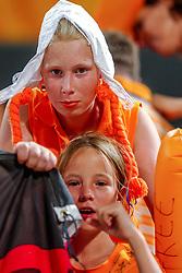 27-08-2004 GRE: Olympic Games day 14, Athens<br /> Hockey finale vrouwen Nederland - Duitsland 1-2 / Oranje support publiek fans