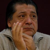TOLUCA, México.- El Senador Héctor Bautista durante la reunión de militantes de diversas corrientes del Partido de la Revolución Democrática y del Partido Convergencia, provenientes de los 125 municipios mexiquenses en donde se firmo un documento que integra diez compromisos que asumirán para lograr una alianza bajo objetivos bien planeados, aplicándolo al interior del perredismo mexiquense. Agencia MVT / Crisanta Espinosa. (DIGITAL)