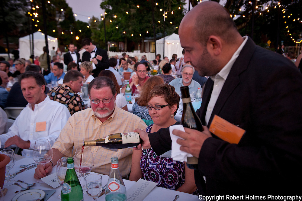 Rajat Parr pouring at 2011 IPNC Grand Dinner