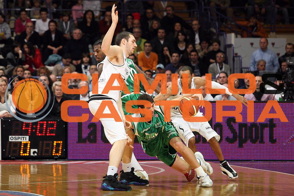 DESCRIZIONE : Bologna Final Eight 2008 Finale La Fortezza Virtus Bologna Air Avellino<br /> GIOCATORE : Alex Righetti<br /> SQUADRA : Air Avellino<br /> EVENTO : Tim Cup Basket For Life Coppa Italia Final Eight 2008 <br /> GARA : La Fortezza Virtus Bologna Air Avellino<br /> DATA : 10/02/2008 <br /> CATEGORIA : Palleggio<br /> SPORT : Pallacanestro <br /> AUTORE : Agenzia Ciamillo-Castoria/S.Ceretti<br /> Galleria : Final Eight 2008 <br /> Fotonotizia : Bologna Final Eight 2008 Finale La Fortezza Virtus Bologna Air Avellino<br /> Predefinita :