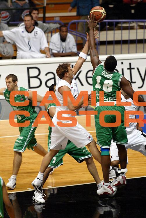 DESCRIZIONE : Bologna Lega A1 2005-06 Virtus Caff&egrave; Maxim  Bologna Benetton Treviso<br />GIOCATORE : Goree<br />SQUADRA : Benetton Treviso<br />EVENTO : Campionato Lega A1 2005-2006<br />GARA :  Virtus Caff&egrave; Maxim  Bologna Benetton Treviso<br />DATA : 12/12/2005 <br />CATEGORIA : <br />SPORT : Pallacanestro <br />AUTORE : Agenzia Ciamillo-Castoria/G.Livaldi<br />Galleria : Lega Basket A1 2005-2006<br />Fotonotizia : Bologna Lega A1 2005-06  Virtus Caff&egrave; Maxim  Bologna Benetton Treviso<br />Predefinita :