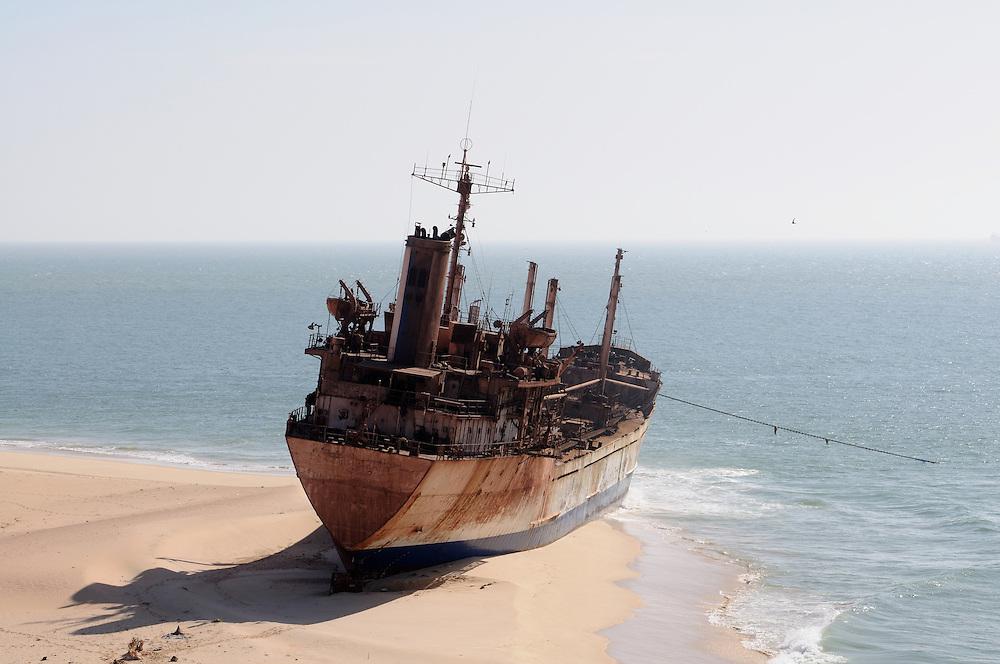 Eines der vielen gestrandeten Boote vor Nouadhibou