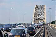 Nederland, Nijmegen, 10-5-2011Verkeer op de Waalbrug van Nijmegen. Er is een nieuwe stadsbrug in aanbouw om deze verkeersbrug te ontlasten.Foto: Flip Franssen/Hollandse Hoogte
