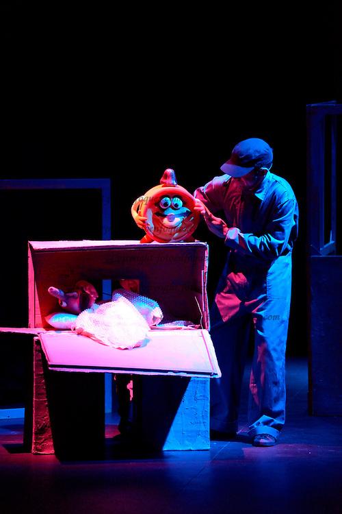 Historias de Cachivaches. Actuación de títeres para niños en la Casa de Cultura de Collado Villalba. 02 de Febrero de 2013.