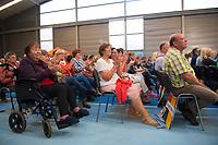 DEU, Deutschland, Germany, Schwerin, 19.09.2017: Viele alte Menschen und Rentner unter den Besuchern einer Wahlveranstaltung der CDU mit Bundeskanzlerin Dr. Angela Merkel in einer Tennishalle.