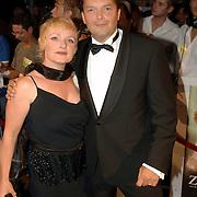 NLD/Den Haag/20060912 - Premiere Zwartboek, Victor Löw en partner Mirjam de Rooij