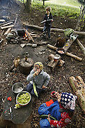 Svizzera, San Gallo, asilo nel bosco , i bambini aiutano alla preparazione del pranzo ....Switzerland, St. Gallen, kindergarten in the wood. Children are free to run and enjoy in the wood no matter cold or snow... children are even involved in cooking the lunch...