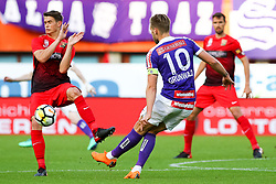 05.05.2018, Ernst Happel Stadion, Wien, AUT, 1. FBL, FK Austria Wien vs FC Flyeralarm Admira, 33. Runde, im Bild v.l. Wilhelm Vorsager (FC Flyeralarm Admira), Alexander Gruenwald (FK Austria Wien) // during Austrian Football Bundesliga Match, 33rd Round, between FK Austria Vienna and FC Flyeralarm Admira at the Ernst Happel Stadion, Vienna, Austria on 2018/05/05. EXPA Pictures © 2018, PhotoCredit: EXPA/ Alexander Forst