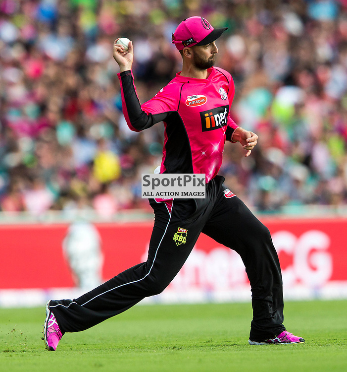 KFC Big Bash League T20 2015-16 , Sydney Sixers v Sydney Thunder, SCG; 16 January 2016<br /> Sydney Sixers Nathan Lyon throws in from the out field
