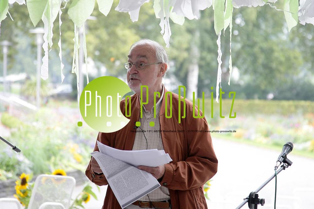 Ludwigshafen. 21.08.2011. Ebert Park. Konzertmuschel. Kulturfest der Initiative Buchkultur. <br /> - Berlinerisch Prof. Dr. Michael Erbe.<br /> <br /> <br /> Bild: Markus Proflwitz 21AUG11 / masterpress /