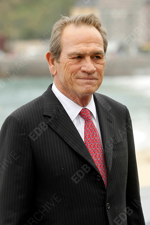 28.SEPTEMBER.2012. SAN SEBASTIAN<br /> <br /> TOMMY LEE JONES ATTENDS THE PHOTOCALL FOR 'HOPE SPRINGS' AT THE SAN SEBASTIAN FILM FESTIVAL<br /> <br /> BYLINE: EDBIMAGEARCHIVE.CO.UK<br /> <br /> *THIS IMAGE IS STRICTLY FOR UK NEWSPAPERS AND MAGAZINES ONLY*<br /> *FOR WORLD WIDE SALES AND WEB USE PLEASE CONTACT EDBIMAGEARCHIVE - 0208 954 5968*