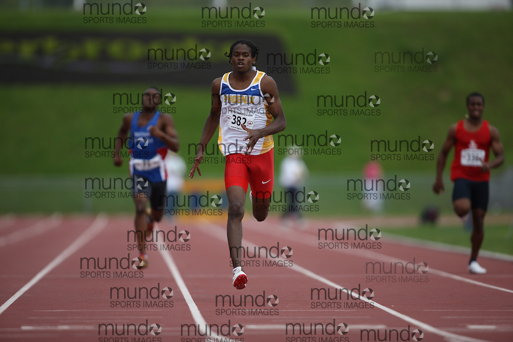 Sherbrooke, Quebec ---09/08/09---  Aaron Brown of Phoenix Athletics Assoc. competes in the 200 metres at the 2009 Legion Canadian Youth Track and Field Championships in Sherbrooke, Quebec, August 10, 2009..HO/ Athletics Canada (credit should read GEOFF ROBINS/Mundo Sport Images/ Athletics Canada)..
