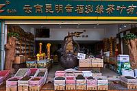 Chine, Province du Yunnan, Kunming, le marché du thé// China, Yunnan, Kunming, tea market