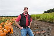 Brian Bauman vid sina f&auml;lt med pumpor, Bauman Farms, Gervais, Oregon, USA<br /> <br /> Foto: Christina Sj&ouml;gren