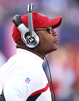 Oct 21, 2007: East Rutherford, NJ, USA: San Francisco 49ers assistant head coach Mike Singletary coaches against the New York Giants during the second half at Giants Stadium. Giants won 33-15..