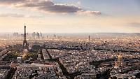 Von der 56. Etage des Tour Montparnasse hat man einen atemberaubenden Ausblick auf die Skyline von Paris.