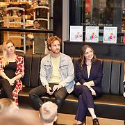 NLD/Amstelveen/20181109- Boekpresentatie Jim Bakkum 'Dadoe en zijn vriendjes' , Bettina Holwerda, Jim Bakkum, Kirsten Michel en de uitgever