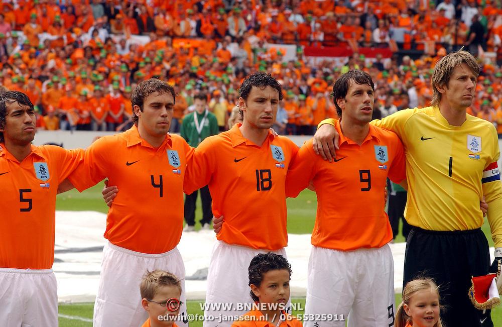 NLD/Rotterdam/20060604 - Vriendschappelijke wedstrijd Nederland - Australie, Giovanni van Bronckhorst, Joris Mathijsen, Mark van Bommel, Ruud van Nistelrooy