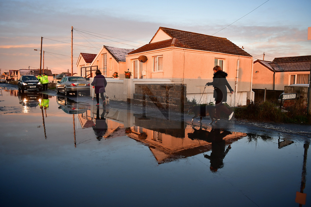 © Licensed to London News Pictures. 13/01/2017. Jaywick, UK.  Police officers talk to members of the public on the seafront at Jaywick before Homes are evacuated in Jaywick, Essex  due to the threat of flooding in low-lying areas . Photo credit: Ben Cawthra/LNP