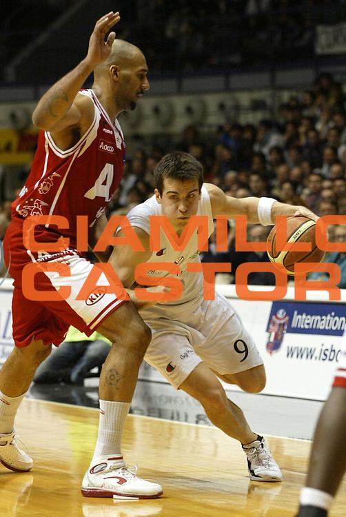 DESCRIZIONE : Bologna Lega A1 2005-06 VidiVici Virtus Bologna Armani Jeans Milano<br />GIOCATORE : Drejer<br />SQUADRA : VidiVici Virtus Bologna<br />EVENTO : Campionato Lega A1 2005-2006 <br />GARA :VidiVici Virtus Bologna Armani Jeans Milano<br />DATA : 29/01/2006 <br />CATEGORIA : Tiro <br />SPORT : Pallacanestro <br />AUTORE : Agenzia Ciamillo-Castoria/L.Villani <br />Galleria : Lega Basket A1 2005-2006 <br />Fotonotizia : Bologna Campionato Italiano Lega A1 2005-2006 VidiVici Virtus Bologna Armani Jeans Milano<br />Predefinita :